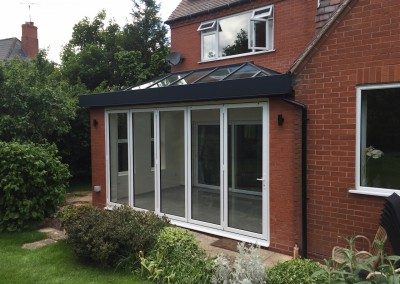 Bifold doors in White closed - Exterior